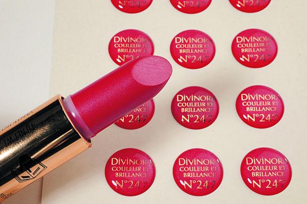 étiquette doming couleur rouge à lèvre